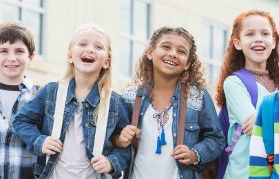Regras de comportamento para os mais novos na carrinha de transporte escolar